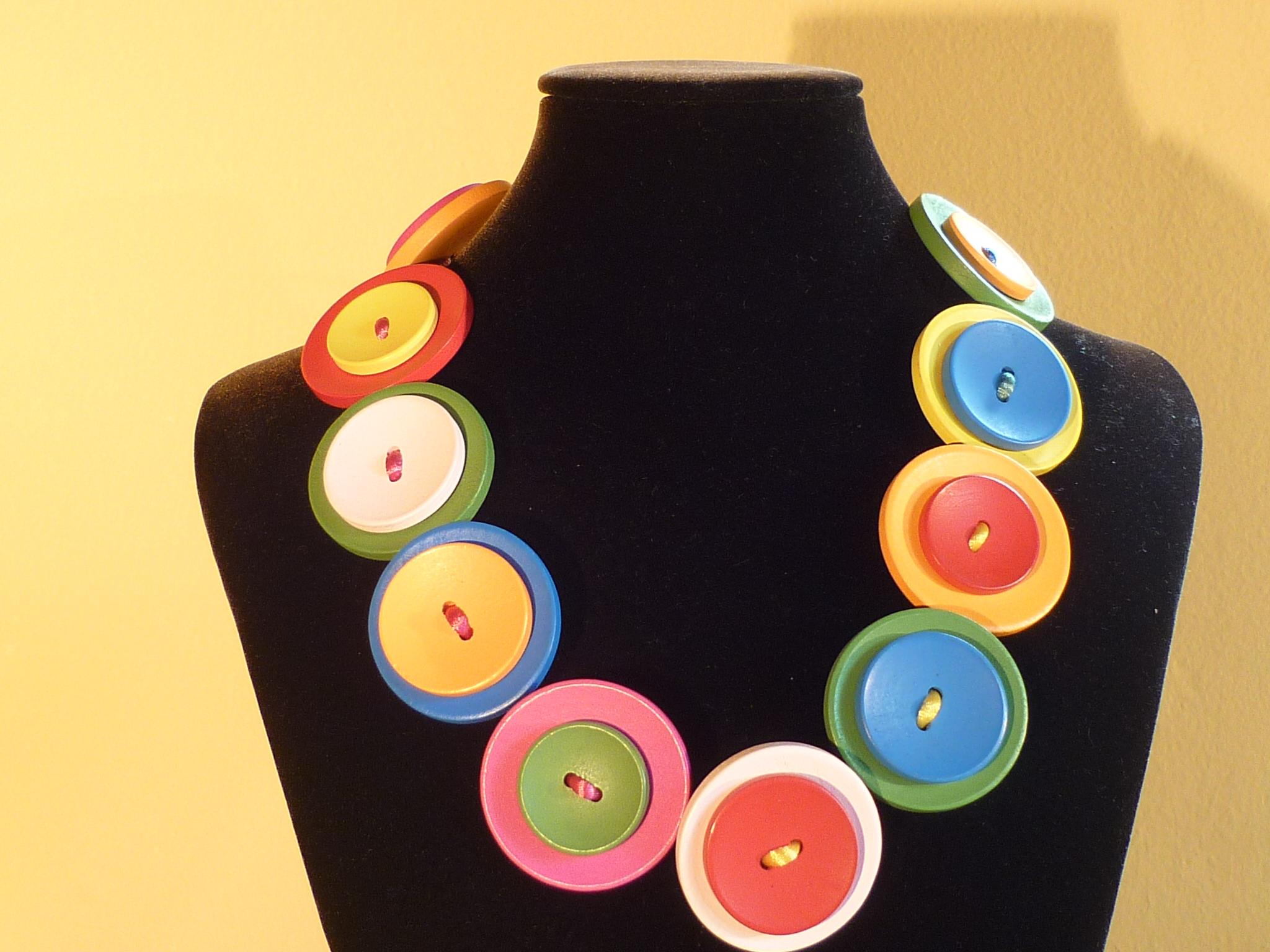 collana bottoni colorati
