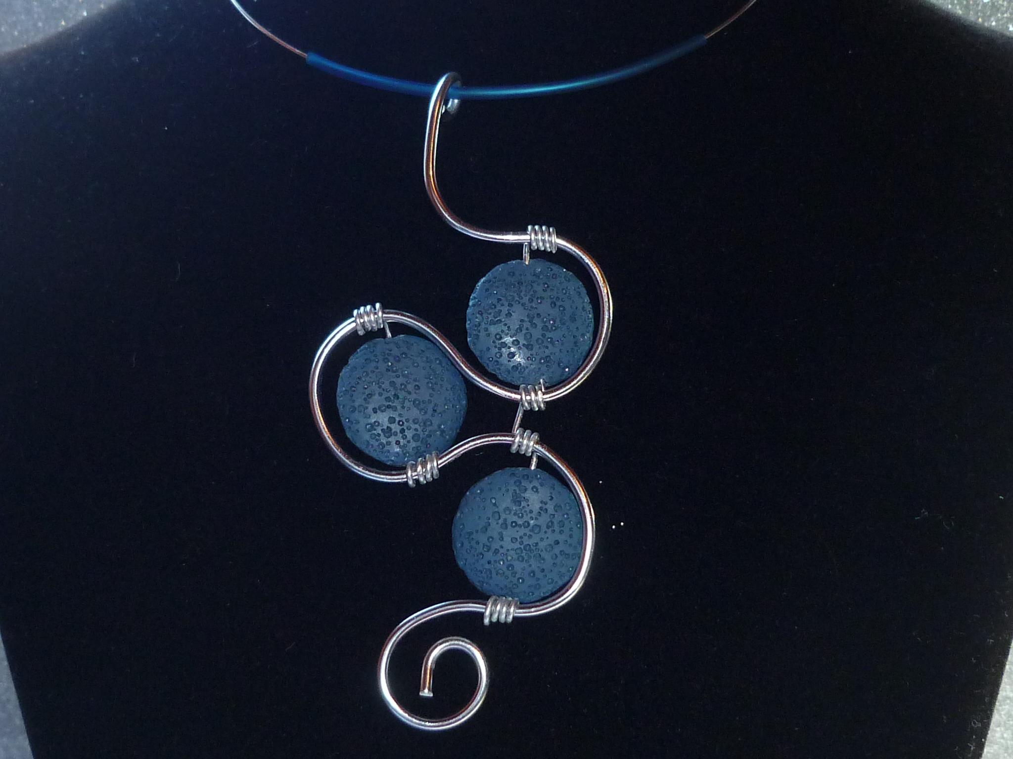 Ciondolo lava blu