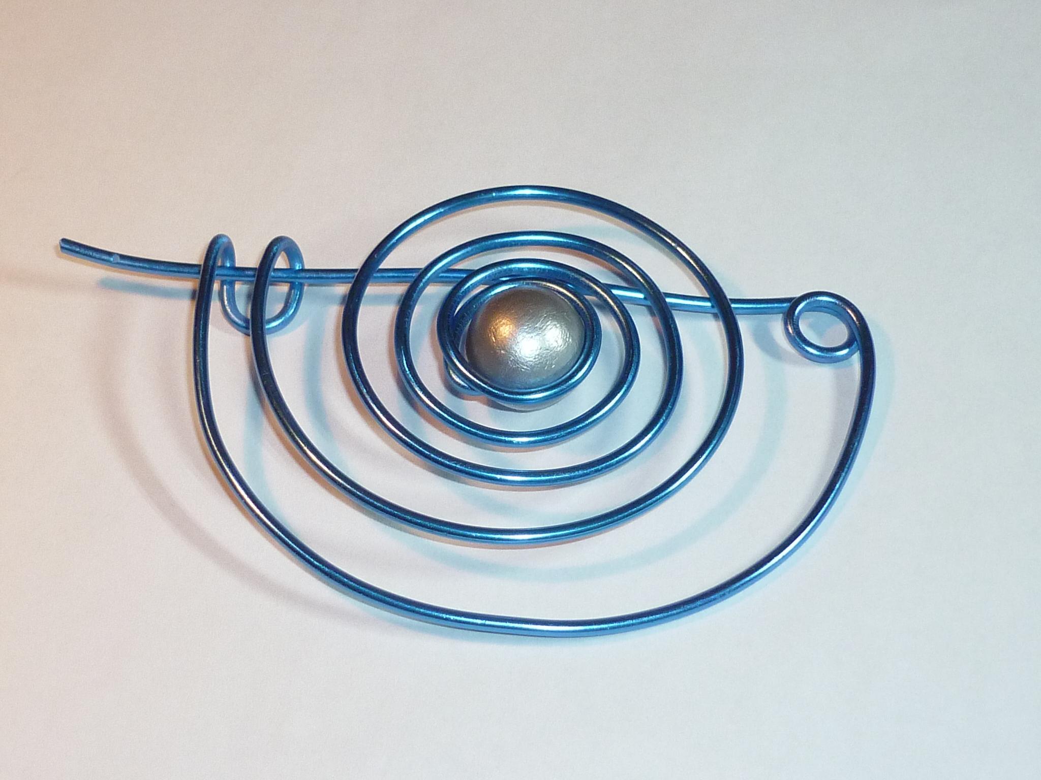 Spilla spirale blu
