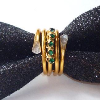 Anello dorato con strass smeraldo