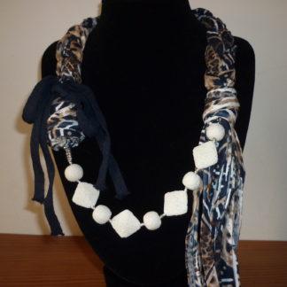 Collana fettuccia e lava bianca