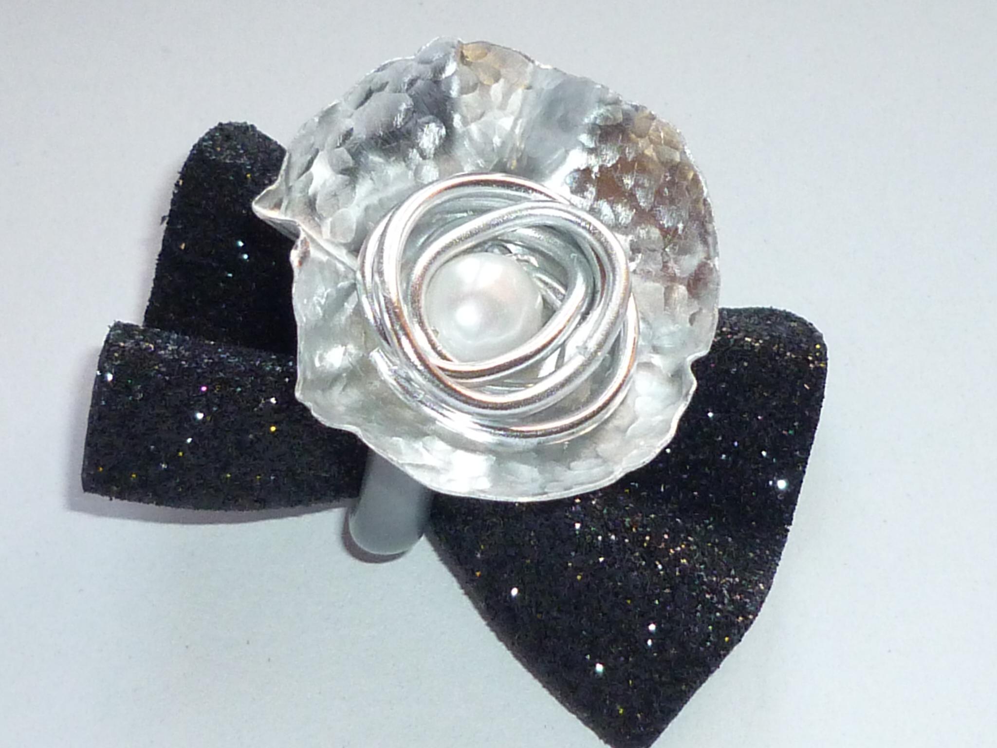 Anello fiore con perla